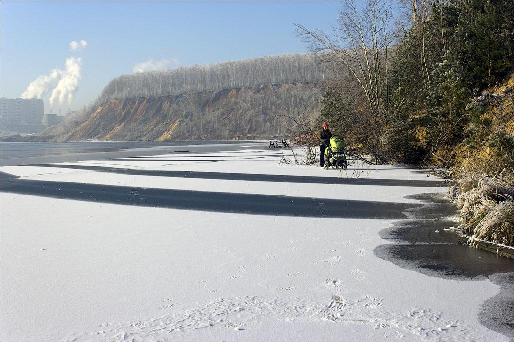 По льду с коляской